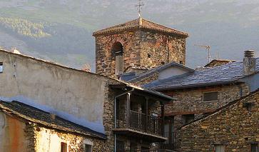 Schwarze Häuser in Valverde de los Arroyos