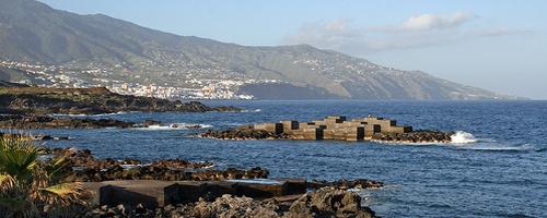 Felsenküste und Meeresbrandung bei Santa Cruz de la Palma