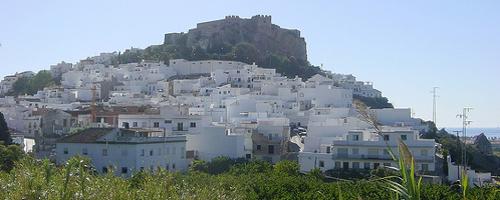 Maurische Burgen überragen viele andalusische Küstenorte
