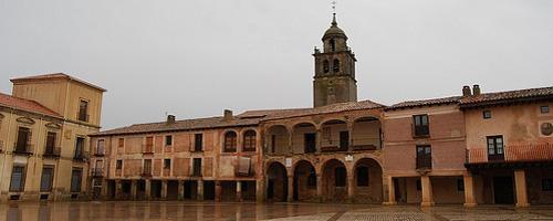 Die mittelalterliche Plaza Mayor in Medinaceli