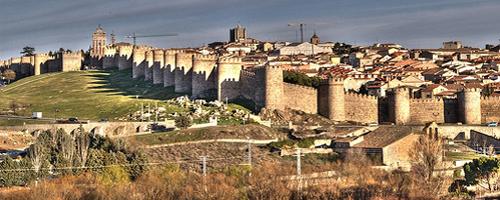Blick auf die Stadtmauern von Ávila